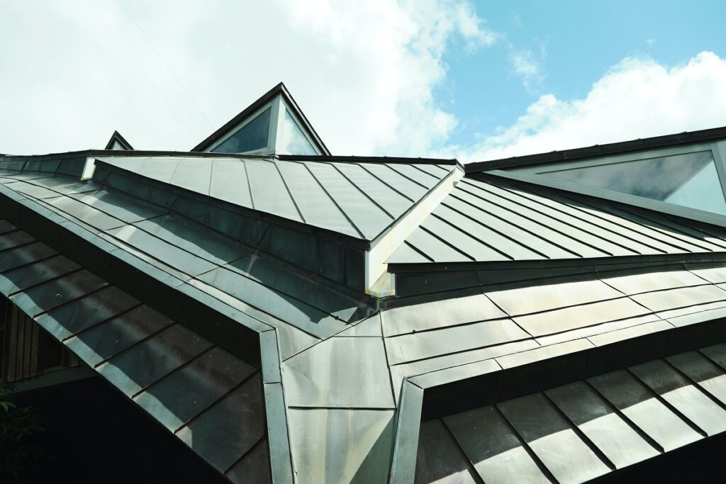 Safer Homes and buildings with Commercial Roofing Contractors